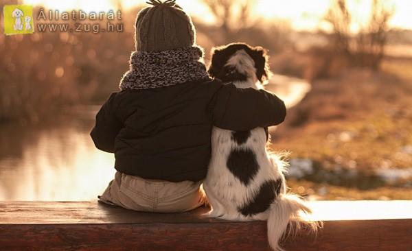 Nagy ölelés a kutyusnak
