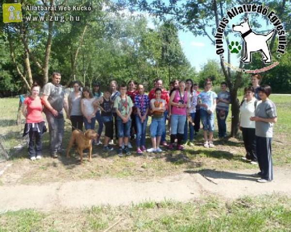 Gyerekcsoport az állatvédelmi központban