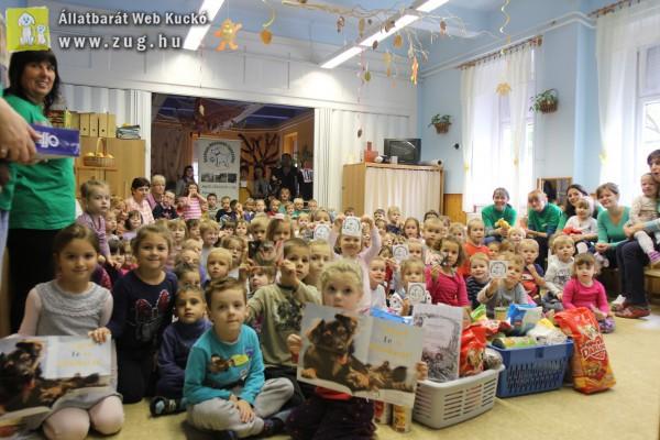 Gyerekektől kaptunk állateledel adományt