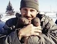 Két medvebocsot talált, megmentette őket